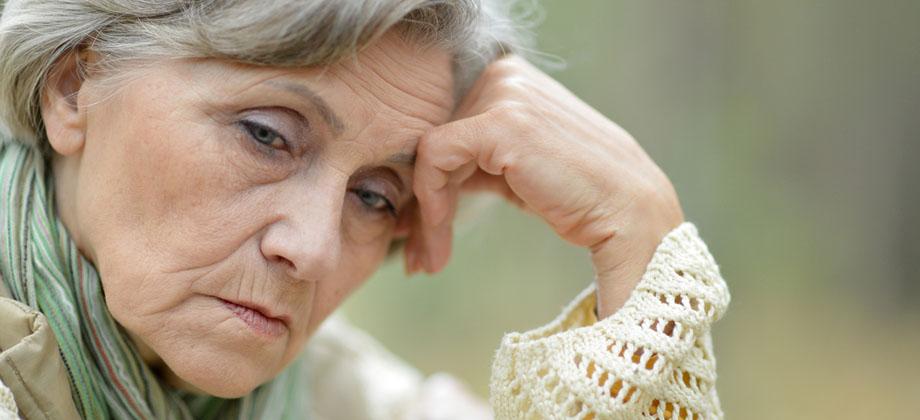 Há doenças comuns entre os idosos que podem atrapalhar o tratamento do Alzheimer?