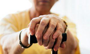Quando uma bengala deve ser utilizada por pacientes com osteoartrite?