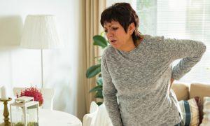 Sentir muita dor nas costas pode ser um sintoma da osteoporose?