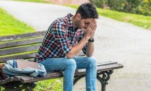 Fobia social: Saiba identificar os sintomas e os gatilhos desse transtorno de ansiedade