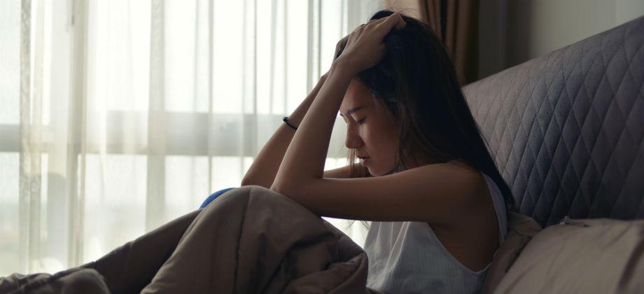 Quais são os principais fatores ambientais relacionados a quadros de depressão?