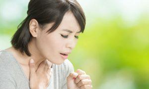 Quais são os primeiros sintomas de uma crise de asma?
