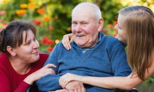 Não reconhecer pessoas é um sinal avançado do Alzheimer. Saiba como lidar!