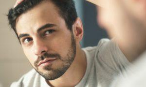 Produtos tópicos para o crescimento de cabelo podem ser usados na barba?
