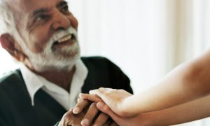 Como diferenciar os sinais de envelhecimento da doença de Alzheimer?