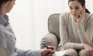 Dia da Saúde Mental: fazer terapia é indicado para todas as pessoas?