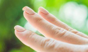 Ter as unhas quebrando pode ser sinal de falta de vitamina?