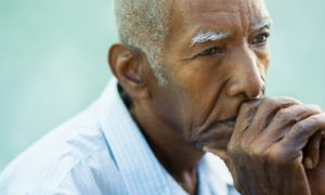 Um paciente com doença de Alzheimer não consegue recuperar a memória?