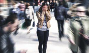 Como ajudar quem está sofrendo uma crise de pânico?