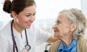 Qual médico é indicado para o tratamento da doença de Alzheimer?