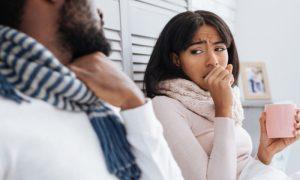 O tratamento da asma pode mudar durante o ano? Se sim, por que isso ocorreria?