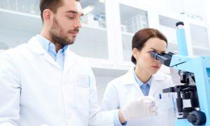Quais profissionais da área médica participam de uma pesquisa clínica?