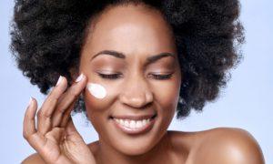 Quais são os benefícios da vitamina C para a pele?
