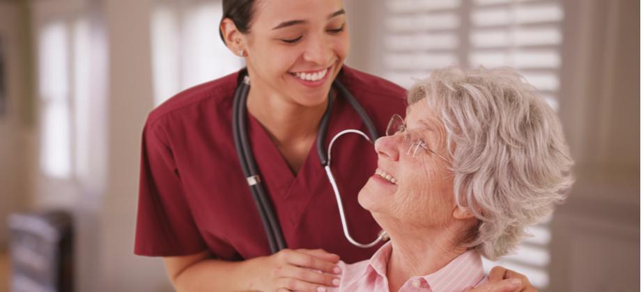 Doença de Alzheimer: Além do geriatra, que outros especialistas podem ajudar no tratamento?
