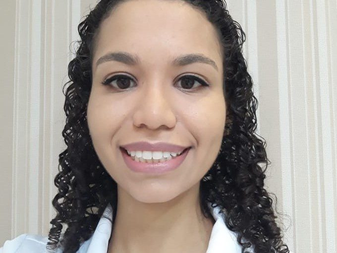 Dra. Fernanda Oliverio