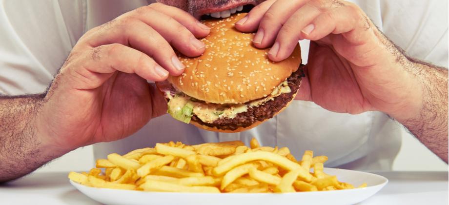 Que alimentos contribuem para o aumento dos triglicerídeos no corpo?