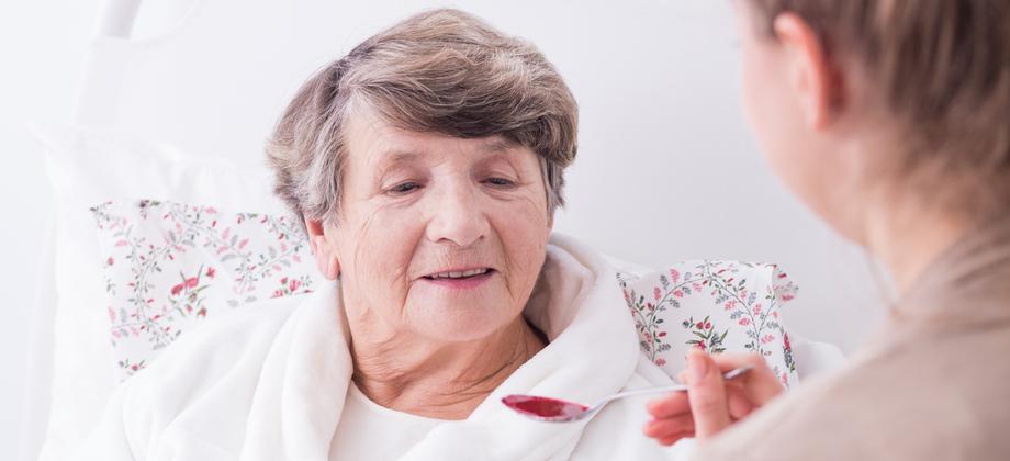 Quais são os principais desafios no estágio avançado da doença de Alzheimer?