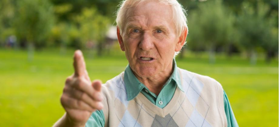 Por que a doença de Alzheimer pode causar agressividade e irritação?
