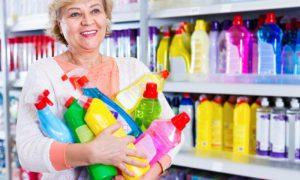 Quais produtos químicos podem causar a síndrome das unhas frágeis?