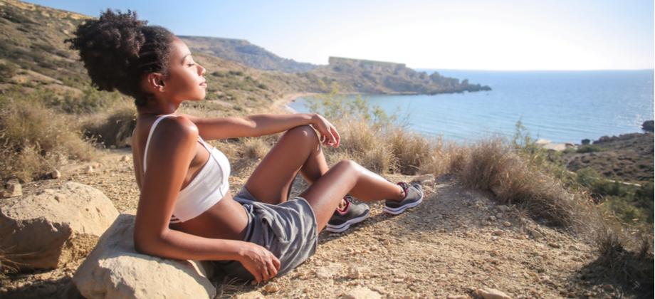 Proteção solar: A pele negra é mais resistente à ação dos raios ultravioleta?