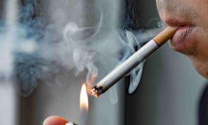 Como o tabagismo contribui para a hipertensão?