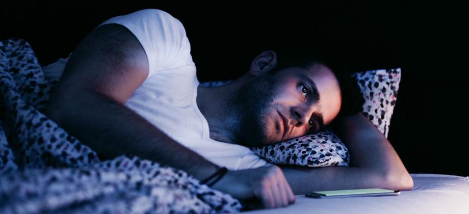 Quais fatores contribuem para a piora na qualidade do sono?