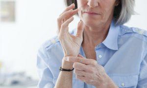 Tratamento da osteoartrite reduz dor nos punhos de aposentada de Volta Redonda