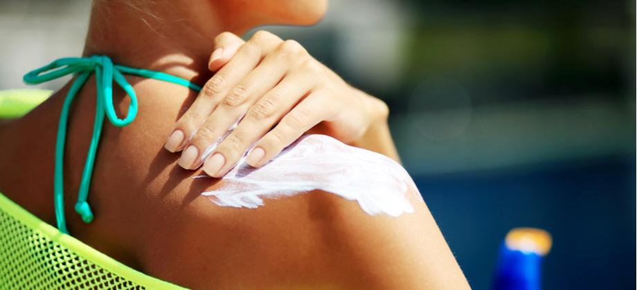O protetor solar ajuda a prevenir o envelhecimento da pele? Como?
