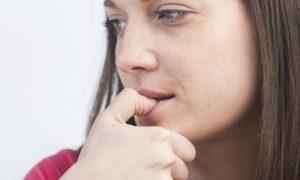 Roer as unhas é um fator de risco para a contaminação de parasitas intestinais?