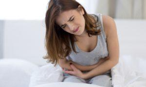 Quais sintomas ajudam um médico a diagnosticar uma paciente com endometriose?