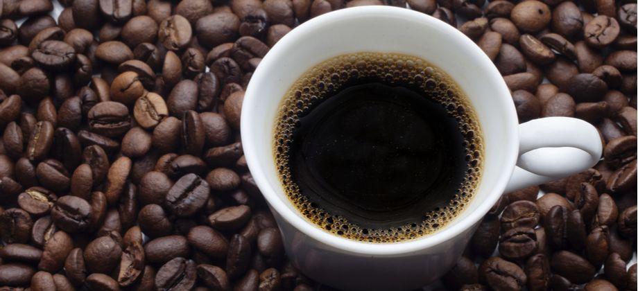 Qual quantidade de cafeína pode ser consumida com segurança para não prejudicar o sono?