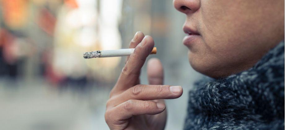Por que o cigarro e o álcool são fatores de risco para osteoporose?