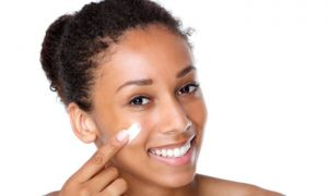 Pele jovem: A partir de que idade o uso do ácido hialurônico é indicado?