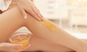 Por que processos como a depilação deixam a pele sensibilizada?