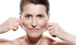 Quais fatores influenciam na perda de elasticidade da pele?