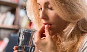 Por quais motivos o psiquiatra pode ajustar a dosagem dos antidepressivos?
