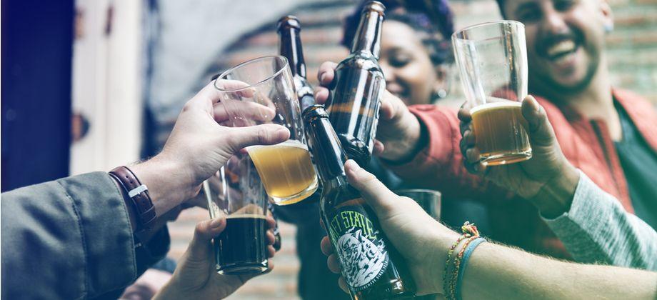 Existe alguma relação entre o consumo de bebidas alcoólicas e a hipertensão?