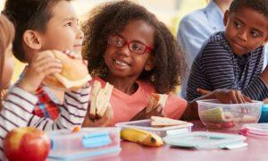 Que cuidados devem ser adotados na escola para evitar parasitoses intestinais?
