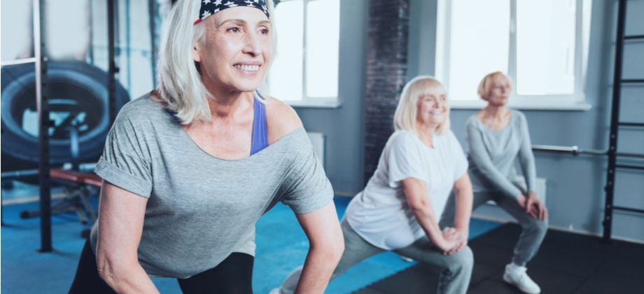 Existem exercícios que podem ajudar a tratar a osteoartrite nos quadris?