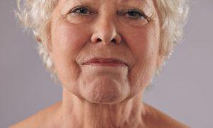 Os sinais de envelhecimento da pele do corpo e do rosto são diferentes?
