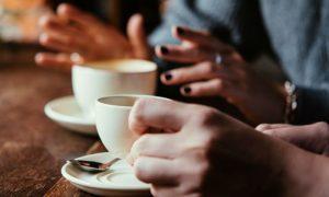 A ingestão de café pode piorar a dor causada pelas úlceras gástricas?