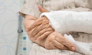 Um paciente com osteopenia corre mais riscos de fraturas?