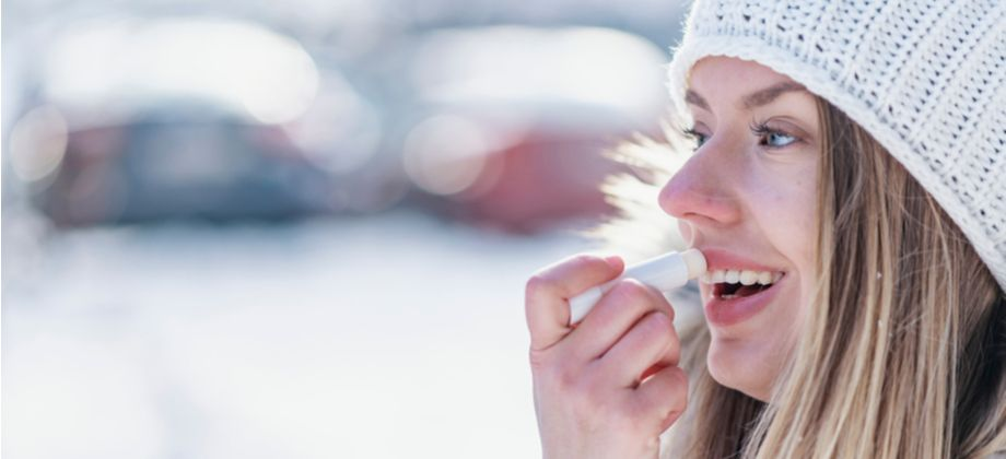 Por que os lábios tendem a rachar mais no clima frio?