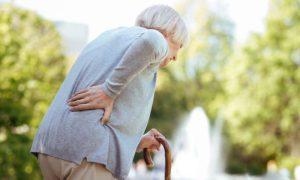A diminuição da estatura em idosos é sempre causada pela osteoporose?