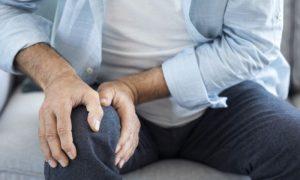 De que forma a reabsorção óssea é problemática para pacientes com osteoporose?