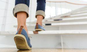Subir e descer escadas ajuda ou atrapalha o tratamento para varizes?