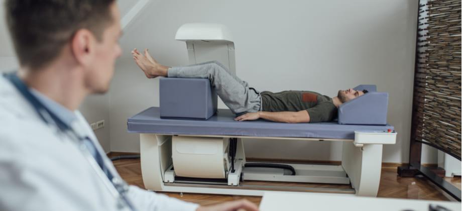 Homens devem realizar a densitometria óssea a partir de que idade?