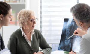 Osteoporose: de que maneira, exatamente, ocorre o processo de reabsorção óssea nos pacientes com a doença?
