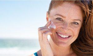 Mito ou verdade: Quem tem a pele mais clara precisa usar protetor solar com FPS mais alto?