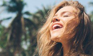 Por que a exposição desprotegida ao sol pode causar manchas na pele?